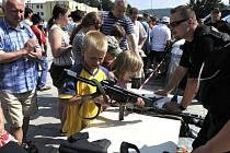 Velký zájem byl mezi přítomným o zbraně.
