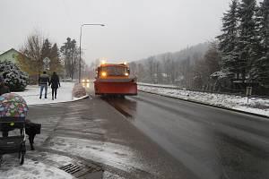 Silnice I/56 v úseku mezi Ostravicí a Bílou je v zimě strašákem.