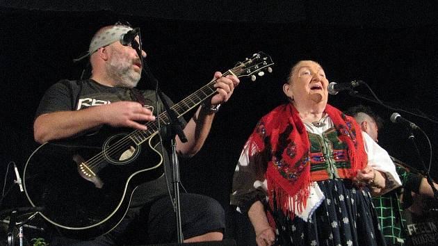 V rámci Pivovarských úterků v Kozlovicích se 30. června představila Jarmila Šuláková s Fleretem.