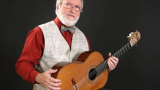 Do Třince přijede v sobotu kytarový virtuos Štěpán Rak. Jeho koncert slavnostně zakončí Esoterický festival.