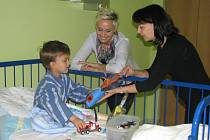 Překvapení a úsměvy. To dokázali vyloudit lvíčci ve tvářích pacientů dětského oddělení Nemocnice ve Frýdku-Místku.