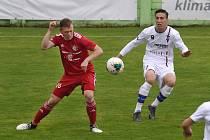 11.7.2020 - domácí SK Líšeň v bílém (Tomáš Machálek) proti FK Fotbal Třinec (Lukáš Cienciala)