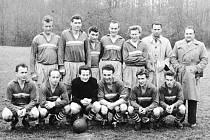 Fotbalisté Sokola Baška v sezoně 1959/1960. Horní řada zleva: Pešat, Kolář, Janík, Podžorný, Žák, Kozárek (trenér), Sikora (vedoucí). Dolní řada zleva: Konečný, Bílek, Brojáč, Jakeš, Klečka, Bukovjan.