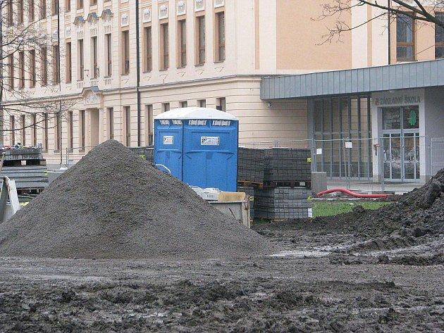 Stavba dětského hřiště vedle 4. ZŠ v Místku.