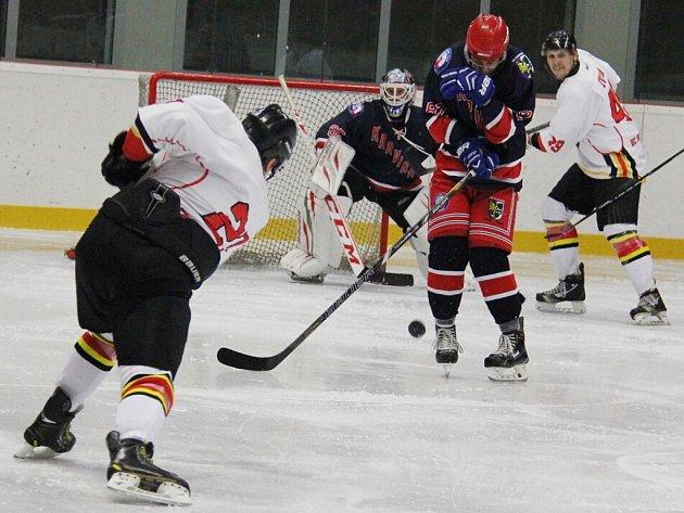 Hokejisté Frýdku-Místku důležité utkání zvládli a soupeře z Karviné porazili na domácím ledě 4:3.