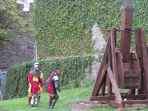 Na hradě Hukvaldy vyrostla replika obléhacího praku