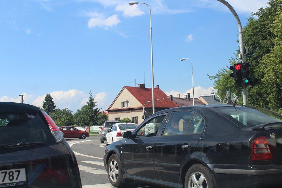 Doprava ve Frýdku-Místku v pátek odpoledne zkolabovala. Na snímku křižovatka U Rady.