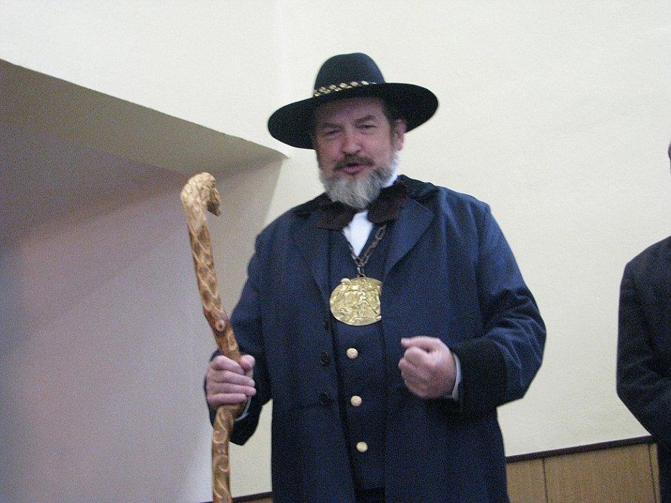 V Krmelíně v sobotu proběhl 5. jarmark řemesel, který zahájil lašský král Zdeňa Viluš I. řečený Chrabrý.