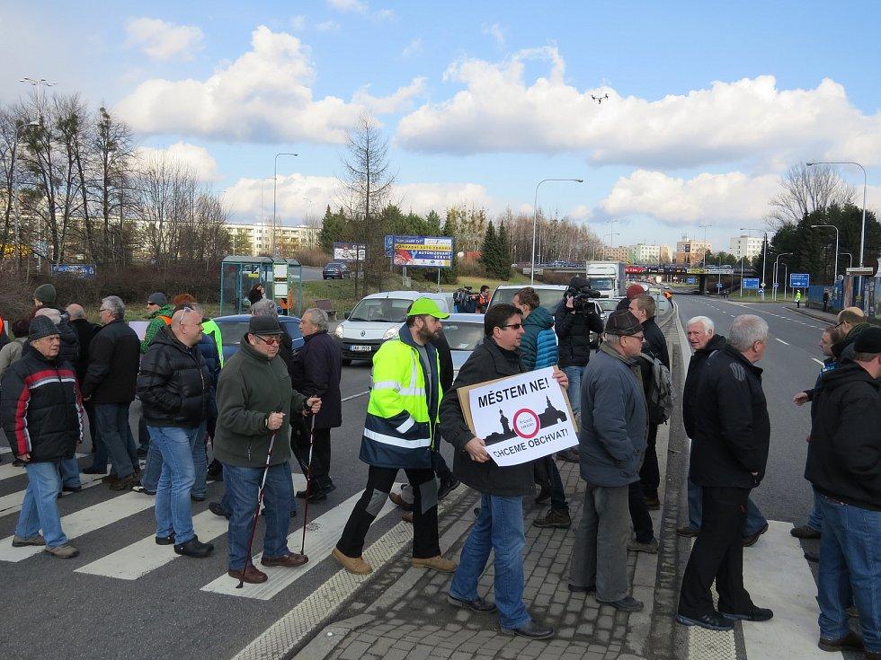 V únoru 2016 se konala protestní blokáda, která měla za cíl urychlit výstavbu obchvatu.