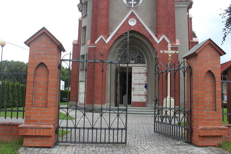 Kostel sv. Bartoloměje v Třanovicích po opravě. Srpen 2021.