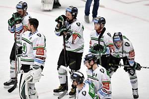 Semifinále play off hokejové Tipsport extraligy - 7. zápas: HC Oceláři Třinec - BK Mladá Boleslav, 15. dubna 2021 v Třinci. Smutek hráčů MB.