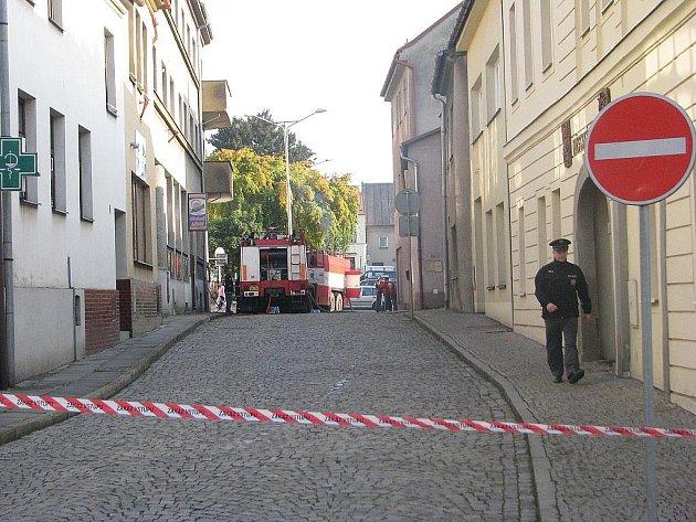 Čtyři zraněné si vyžádal ve čtvrtek 7. října po poledni požár v bytě u náměstí v Brušperku.
