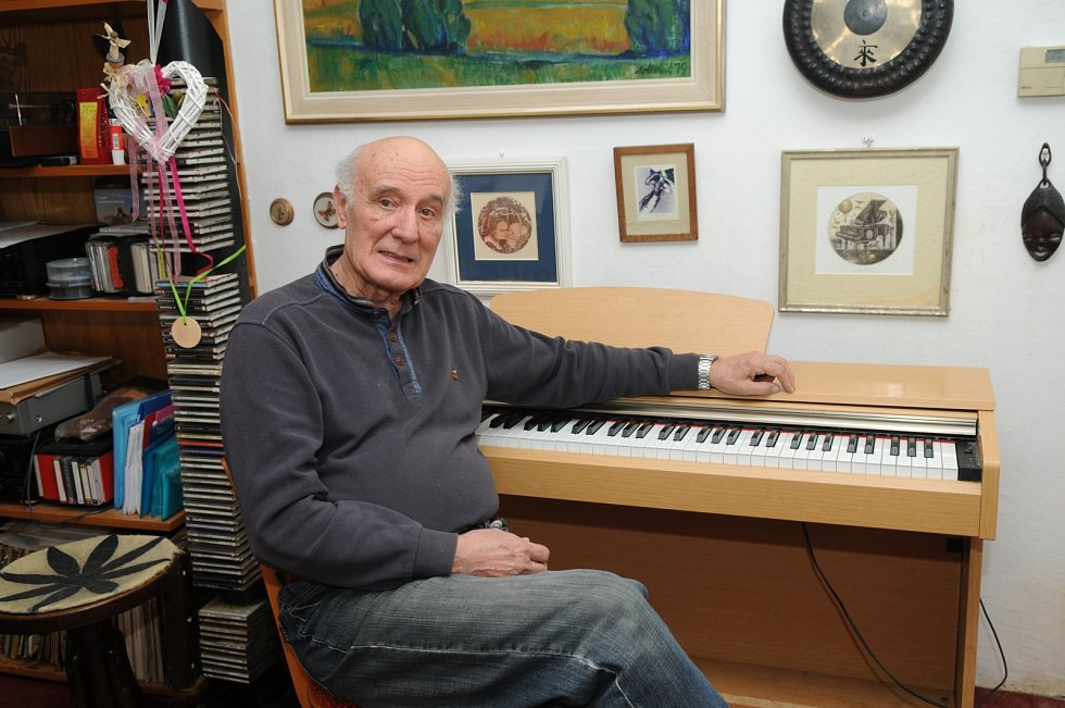 Sbormistr a hudební pedagog ze Staříče Milan Báchorek.