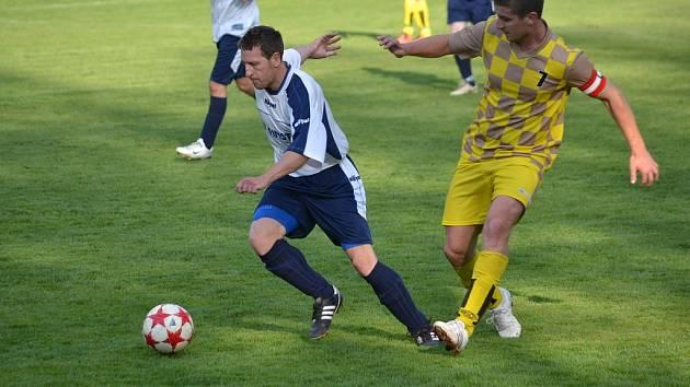Fotbalisté Písku porazili na domácím trávníku Lučinu a vyhoupli se do čela skupiny C.