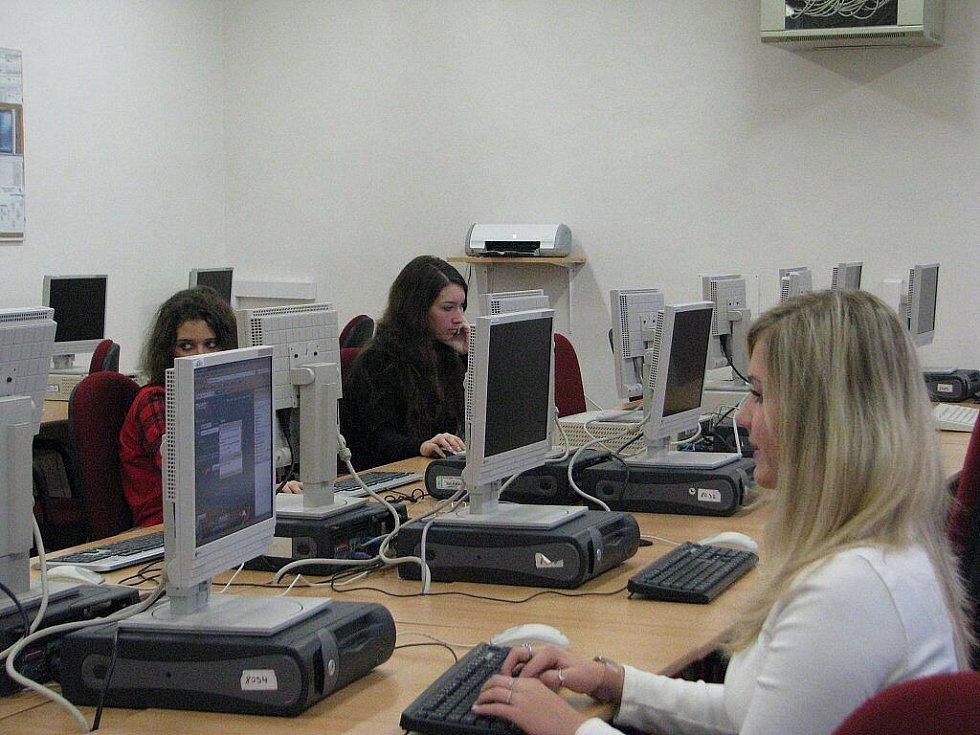 Střední škola oděvní a obchodně podnikatelská Frýdek-Místek měla v pátek 11. prosince Den otevřených dveří.