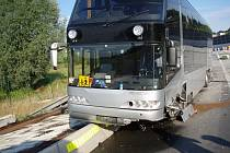 Polský autobus převážející děti najel v úterý ráno na svodidla na rychlostní komunikaci R48.