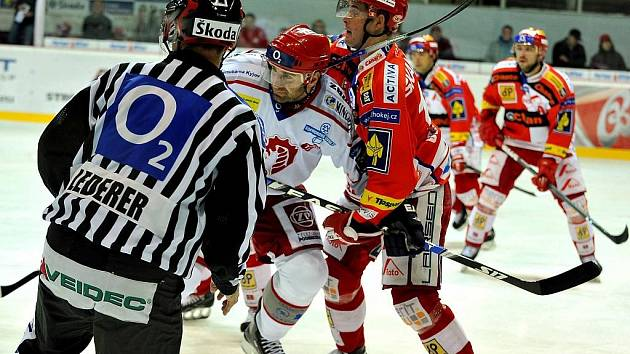 Radek Bonk v souboji s Červenkou.