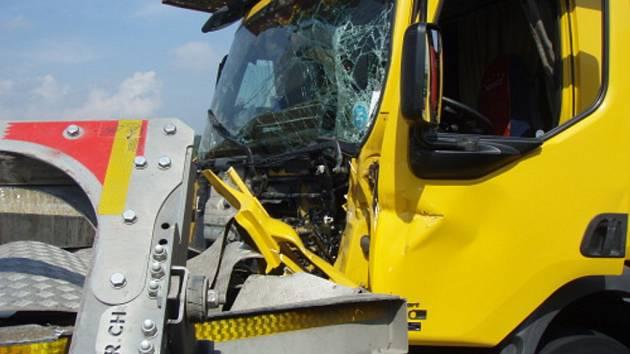 Nehoda tří kamionů a osobního auta u Jablunkova.