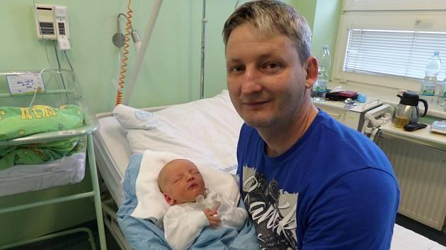 Adam Jakůbek s tatínkem, Třinec, nar. 20.5., 48 cm, 3,24 kg, Nemocnice Třinec.