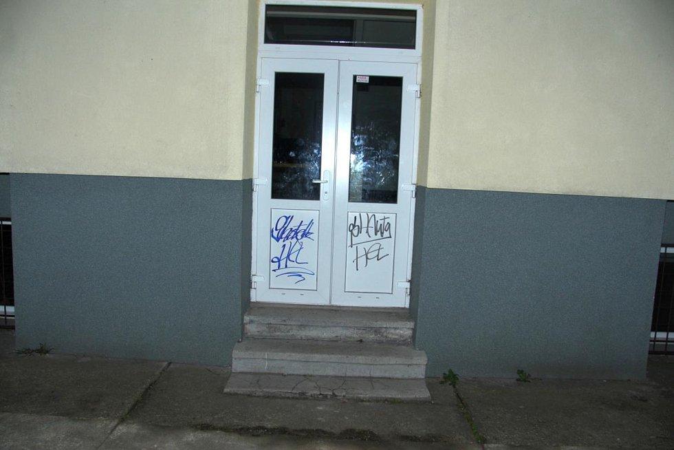 Nápisy vandala ve Frýdku-Místku.