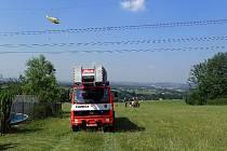 Záchrana paraglidistky.