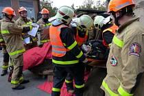 Soutěž ve vyprošťování osob z havarovaných vozů v Praze.