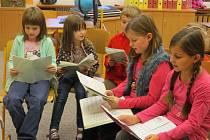 Děti dobratické školy při zkoušce.