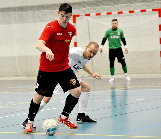 Futsalista Helasu Brno David Cupák (v červeném).