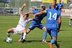 Přípravný duel mezi domácími Valcíři (v bílém) a hosty z Vítkovic skončil remízou 1:1.