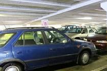 Místem, kde se krádeže hodně stávají, jsou i parkoviště před markety.