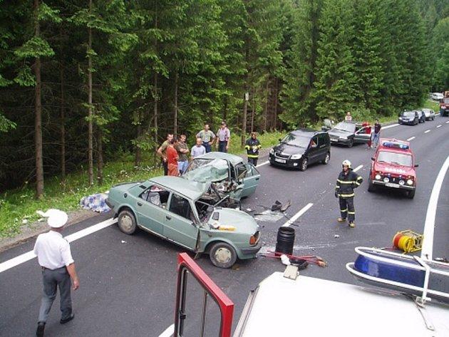 Tragická dopravní nehoda se stala v pátek pět minut před sedmnáctou hodinou, nedaleko vodní nádrže Šance v Ostravici. O život přišla sedmapadesátiletá žena.