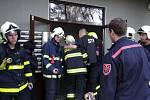 Šest hasičských jednotek muselo v neděli 8. listopadu před polednem zasahovat u požáru bytu šestnáctipatrového panelového domu v Zahradní ulici ve Frýdku-Místku.