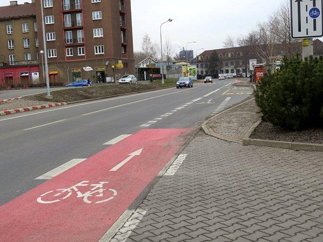 Cyklostezka v Jablunkovské ulici v Třinci.