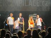 Festival Ekompilace, který podporuje nadějné hudební skupiny a klade důraz na třídění odpadu, se uskutečnil v pátek 9. září v areálu koupaliště ve Frýdlantu nad Ostravicí.