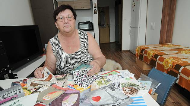 Bývalá učitelka zFrýdku-Místku Olga Smolíková je vášnivou sběratelkou ubrousků. Ty ji provází celý život. Vsoučasnosti její sbírka čítá okolo patnácti tisíc kusů.