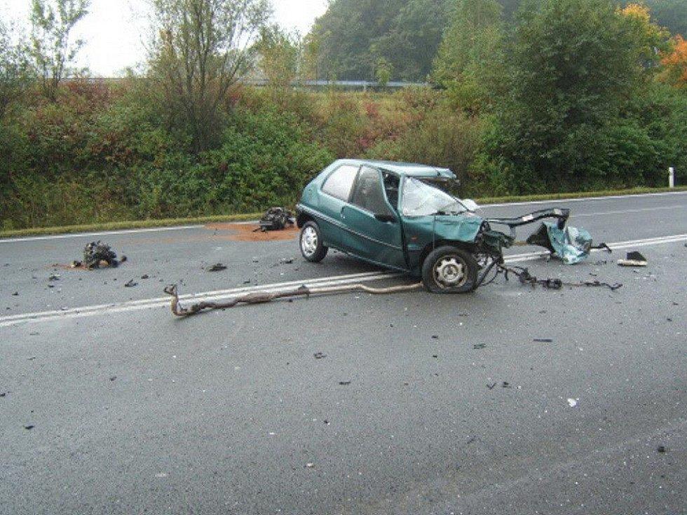 Tragické následky měla dopravní nehoda dvou kamionů a jednoho osobního vozu na rychlostní komunikaci R48 v Hukvaldech – Rychalticích.