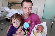 Kristýna Dujková a sestra Barbora, Frýdek-Místek, nar. 7. 10., 49 cm, 3,20 kg. Nemocnice Frýdek-Místek.