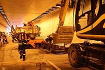 Cvičení složek integrovaného záchranného systému v dosud neotevřeném dálniční tunel v Lysůvkách u Frýdku-Místku.