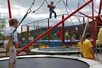 Ani o letní zábavu není ve ski areálu nouze. Naopak, na své si příjdou jak zdatní sportovci, tak i ti úplní začátečníci a malé děti.