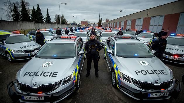 Předání sedmdesáti nových vozidel policistům Krajského ředitelství policie Moravskoslezského kraje pro přímý výkon služby, 8. ledna 2020 ve Frýdku-Místku.