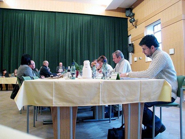 Poslední zasedání fulneckých zastupitelů v tomto roce se uskutečnilo ve čtvrtek ve velkém sále Městského kulturního centra ve Frenštátě.