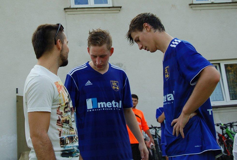 V zápase I. A třídy mezi Dobraticemi (v modrém) a Libhoští se diváci branek nedočkali.