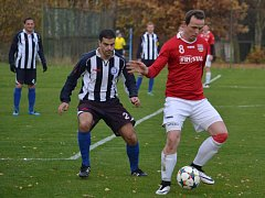 V posledním podzimním kole nestačili fotbalisté Lučiny (v červeném) na svém hřišti týmu z Horní Suché 1:2.