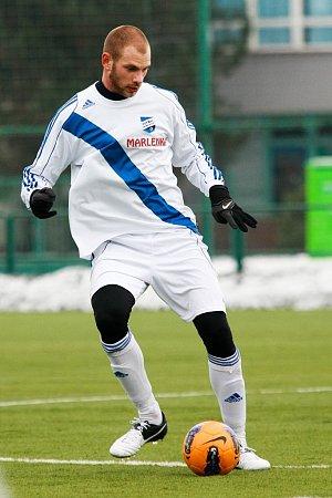 Trenér frýdecko-místeckých fotbalistů Milan Duhan by ve svém kádru jistě rád viděl šikovného stopera Radka Coufala.