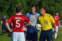V derby mezi domácí Lučinou a hosty z Dobré se z vítězství 1:0 nakonec radovali hráči v modrých dresech.