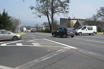 Stará křižovatka na Kamionce patří mezi kritická místa silnice I/11. Řada řidičů zde odbočuje do centra Třince.