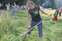 Na nejvýchodnější louce České republiky v Bukovci se konal regionální přebor v ručním kosení.