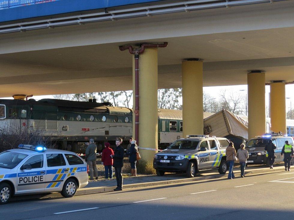 Následky srážky vlaku s kamionem ve Frýdku-Místku.