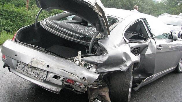 Tragicky skončila v pátek navečer dopravní nehoda dvou osobních automobilů na čtyřproudové rychlostní komunikaci u Frýdlantu nad Ostravicí.