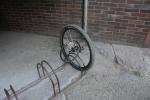 Z bicyklu zbylo ženě v Třinci ve stojanu jen přední kolo. Náhradní si zloděj přinesl sebou.